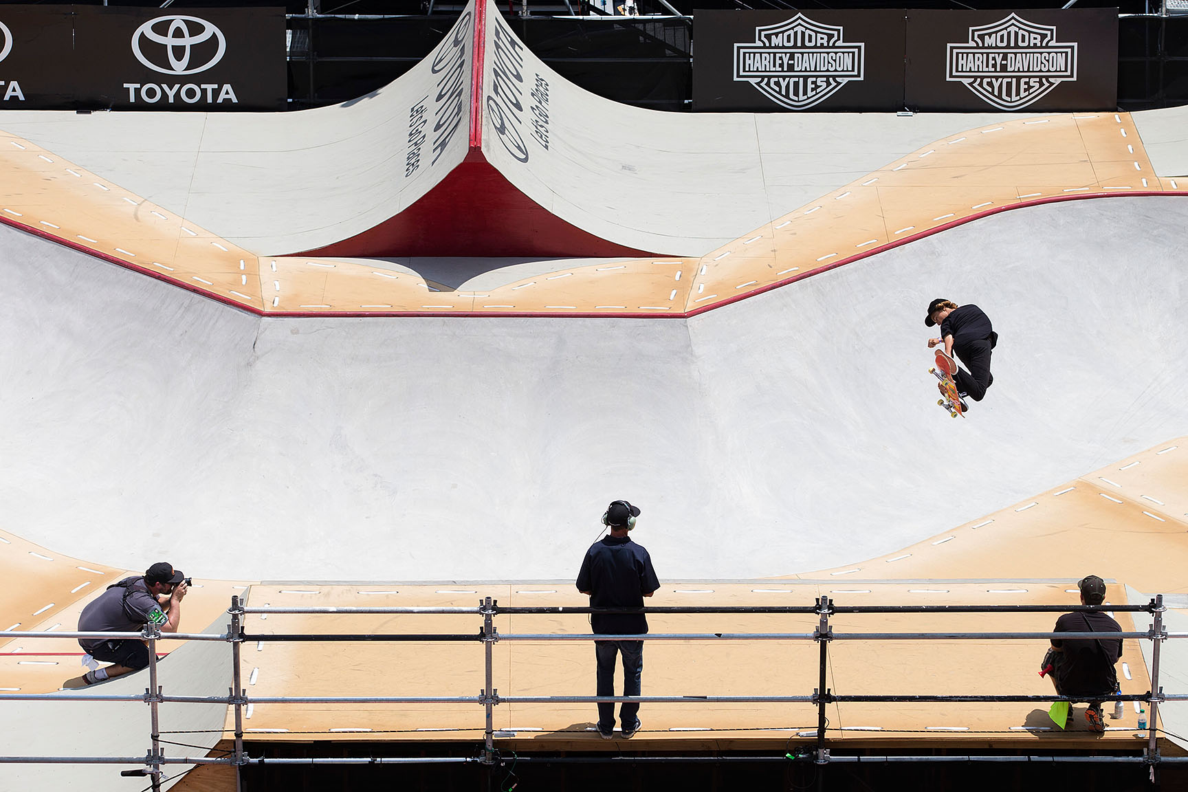 Coming into X Games Austin 2015, all eyes were on 2014 gold medalist Pedro Barros to repeat in Skateboard Park. Barros maintained his lead through the majority of the competition, until Curren Caples dropped in for his last run and scored the highest run of the day. Style, huge transfers and smooth landings all added to his second X Games gold medal win.
