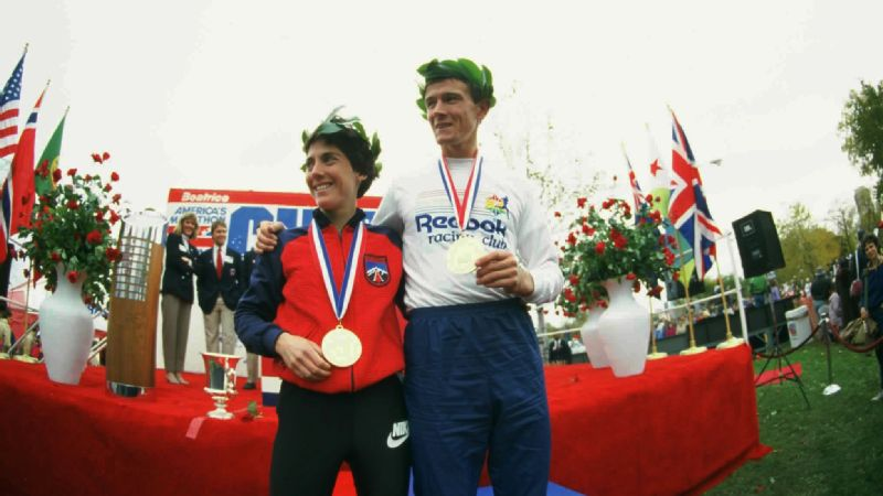 Joan Benoit Samuelson's Chicago Marathon record still stands 30 years later.
