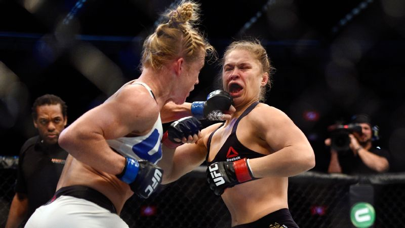 Holly Holm punches Ronda Rousey