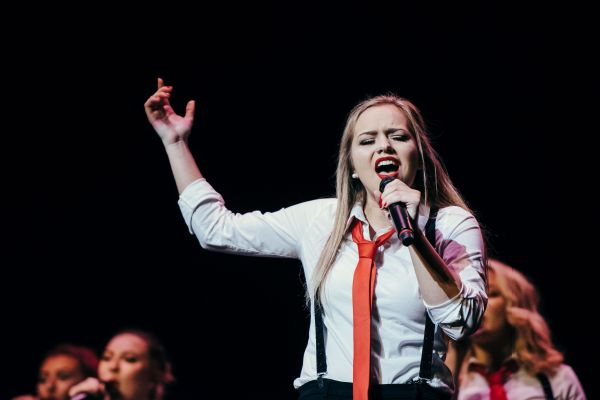Sophmore Samantha Westmoreland singing a jazzy rendition of Are You Gonna Be My Girl by Jet at the ICCA finals in New York City, April 2016.