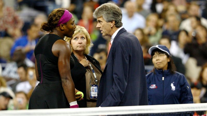 Serena Williams arguing with the officials after her foot fault in the 2009 US Open.