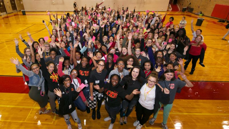 Madison Keys hosted an anti-cyberbullying summit for high school girls in Rock Island, Illinois.