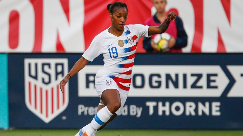 Traditionally more of a midfielder or a forward, Crystal Dunn spent time as a defender in Thursday's rout over Mexico.