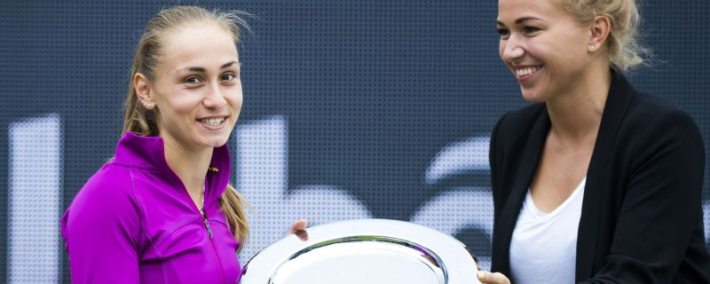 Aleksandra Krunic is presented with a plate after winning the Libema Open.