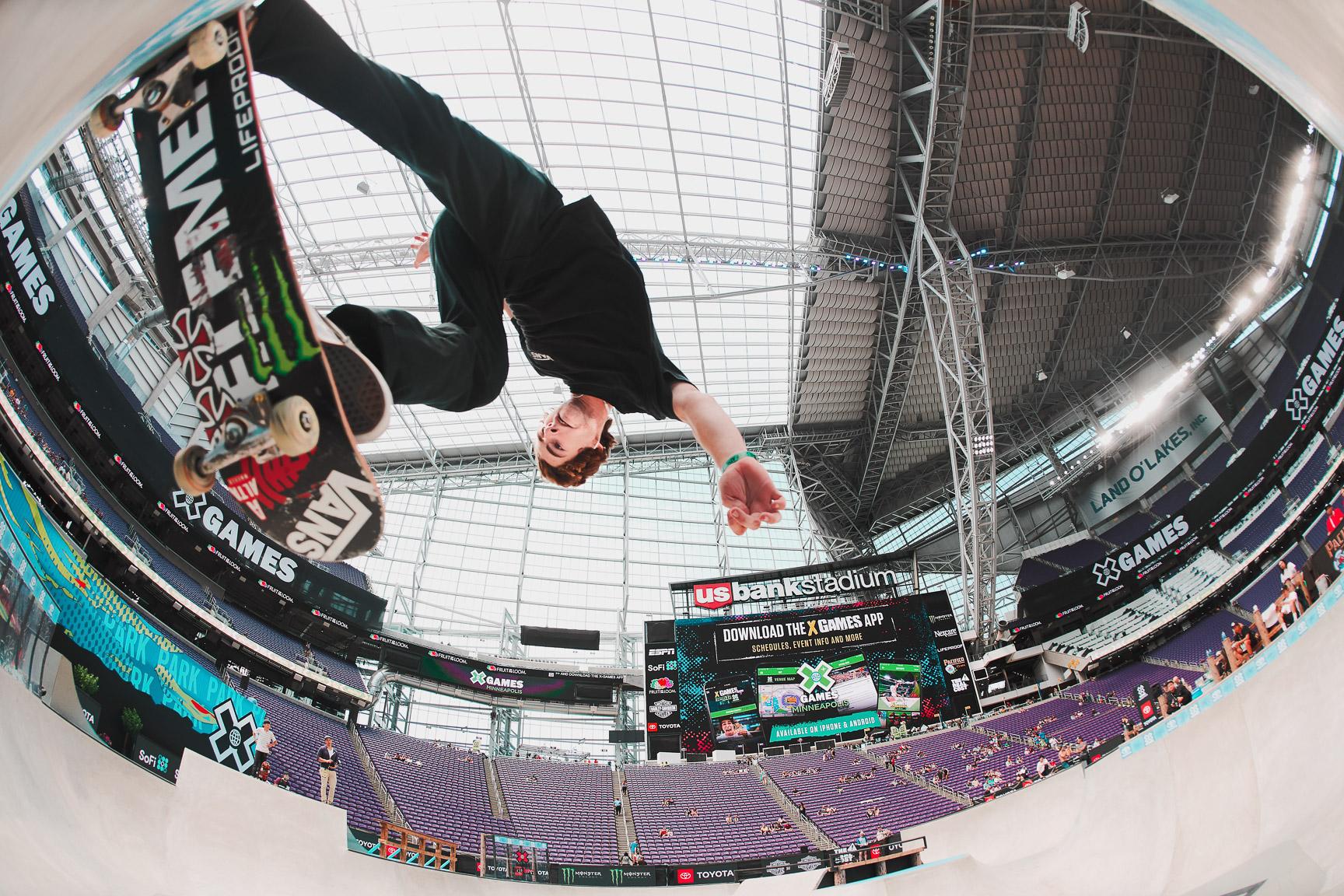 Tom Schaar, Skateboard Park practice
