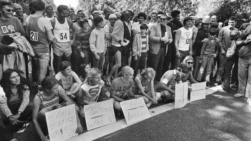 Six women in the New York City Marathon sat in protest at the start of the event on Oct. 1, 1972.