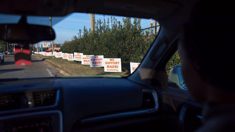 Davenport signs