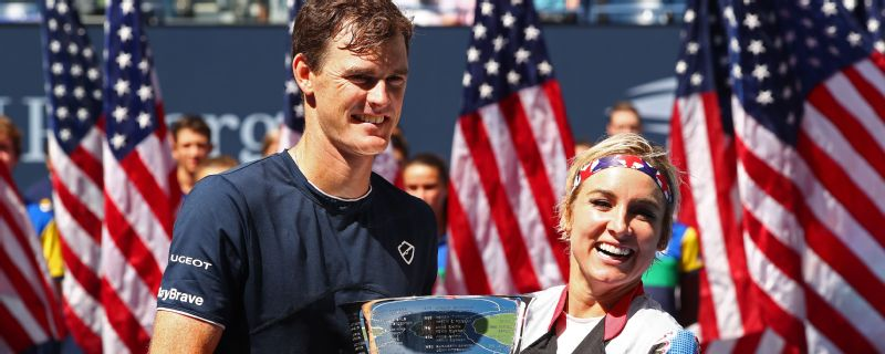 Bethanie Mattek-Sands and Jamie Murray successfully defended their US Open mixed doubles championship on Saturday.