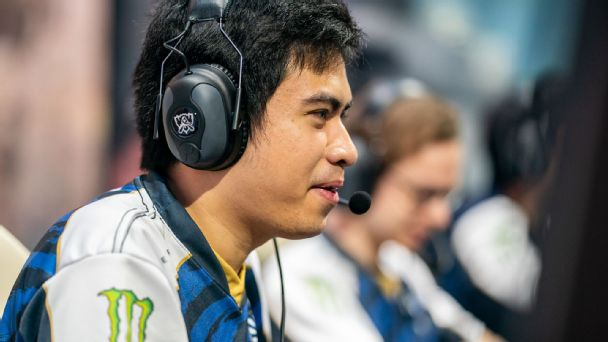 Xmithie jungling at the League of Legends World Championship.