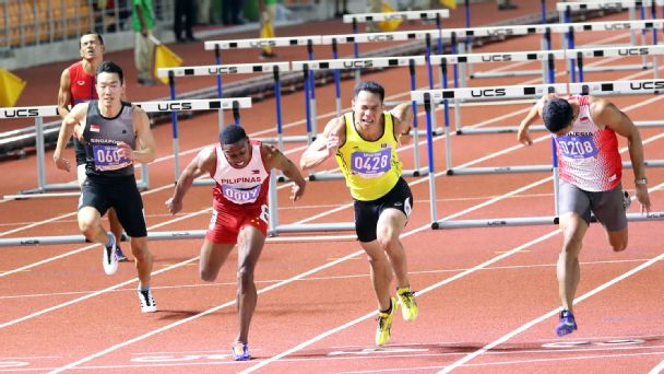 Clinton Bautista of Philippines got the gold in the 110m hurdles by the skin of his teeth.