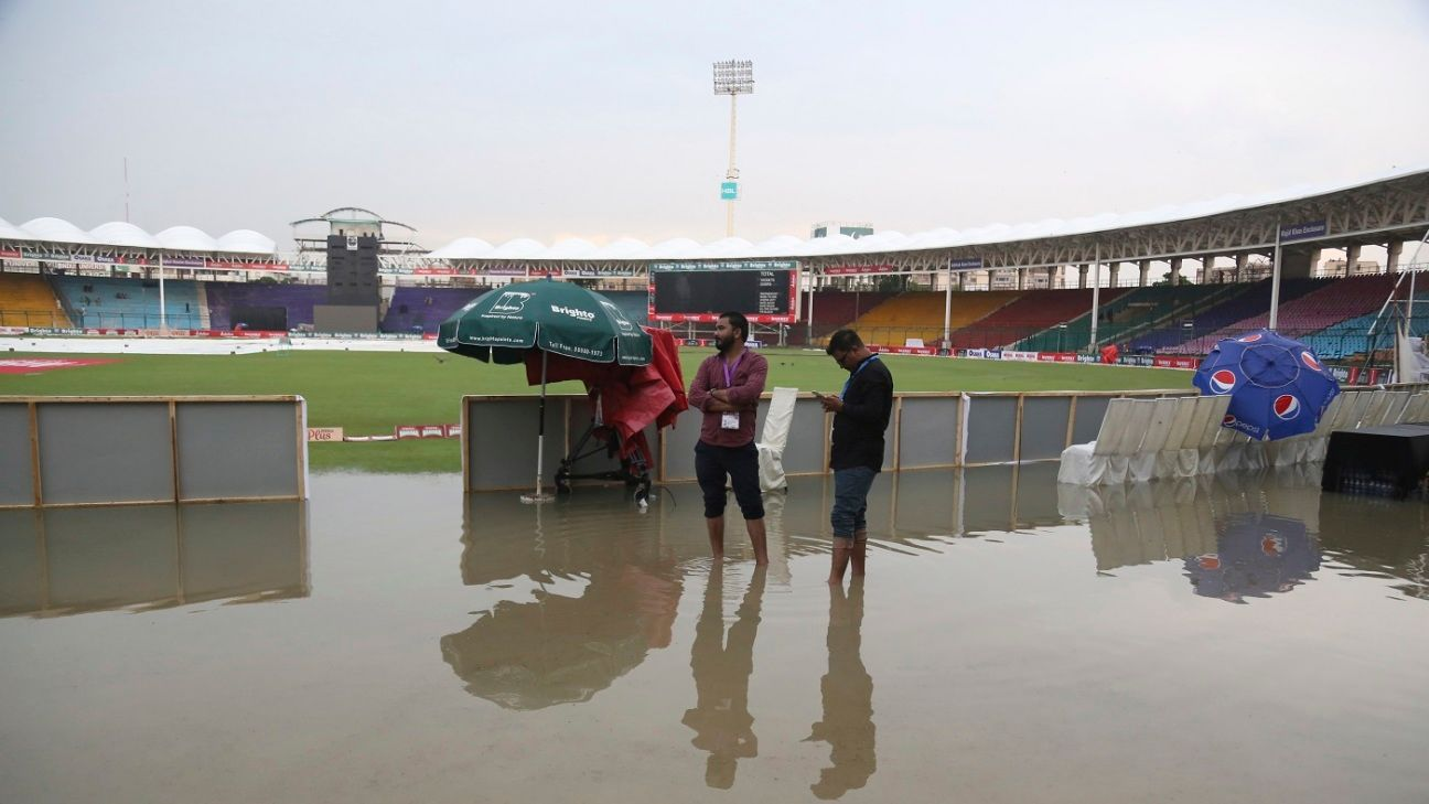 Cricket returns to Karachi, yay! But where are the fans?