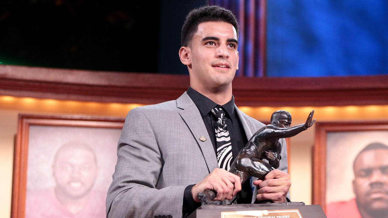 Marcus Mariota of Oregon Ducks wins Heisman Trophy
