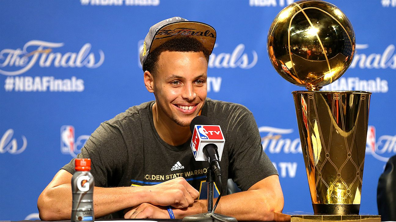 099e732f3a3 Stephen Curry of Golden State Warriors takes NBA championship trophy to  Davidson