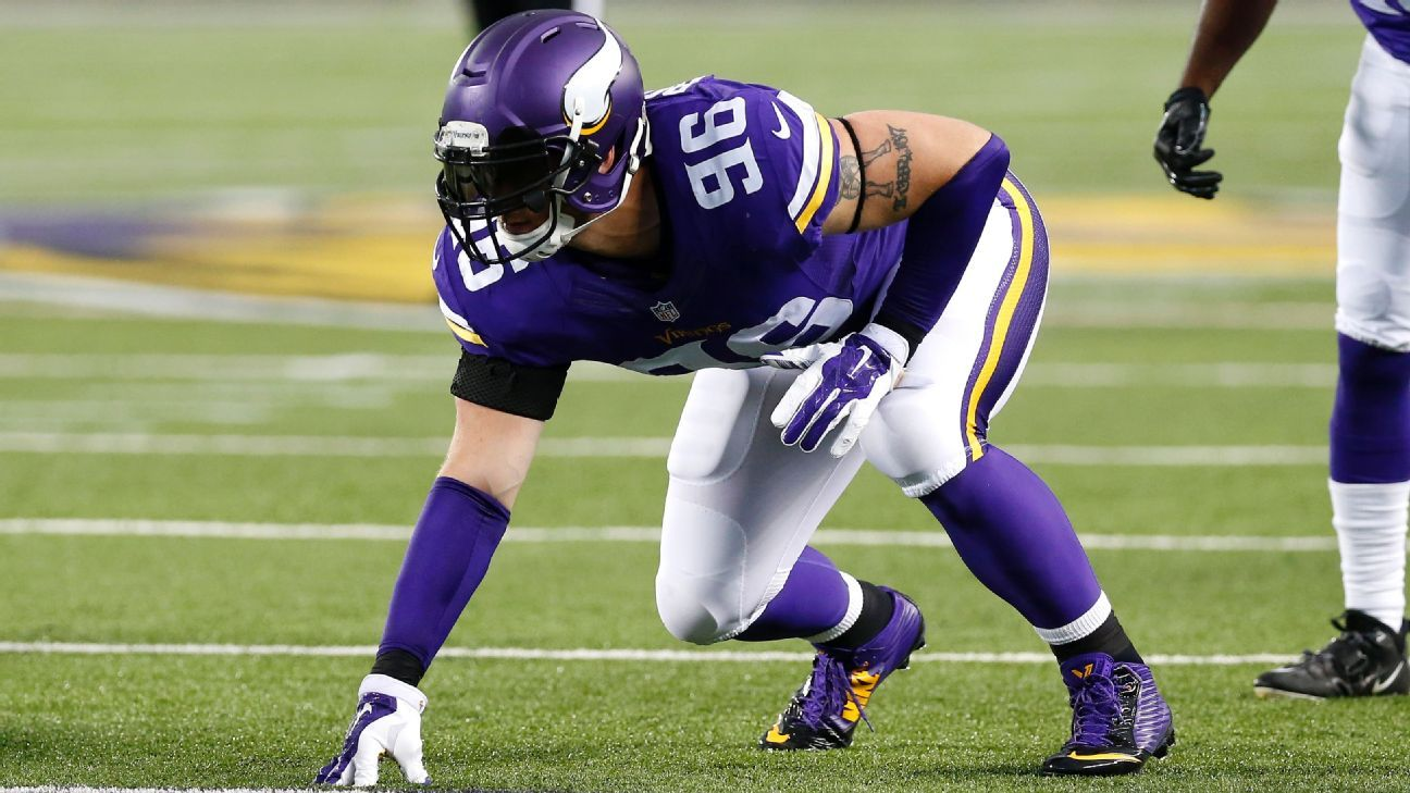 Defensive end Brian Robison, who played 11 seasons with the Vikings, retired Wednesday after signing a one-day contract with the team.
