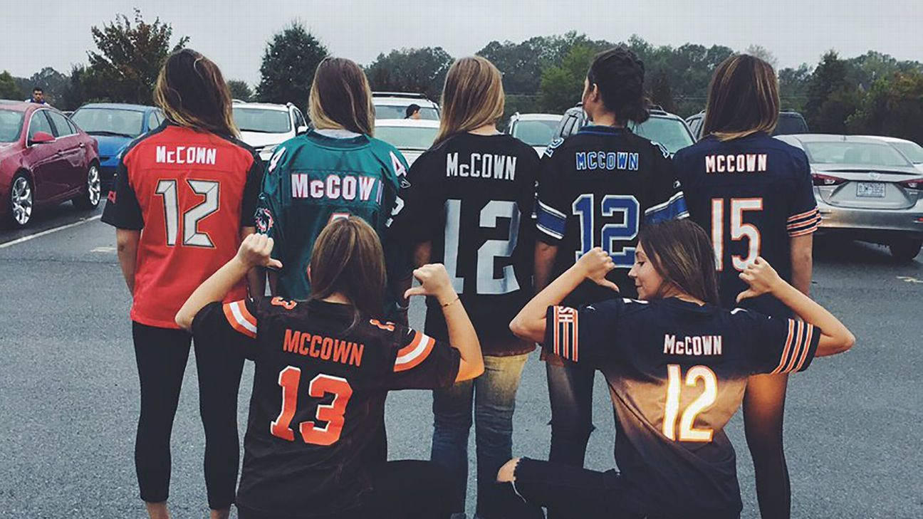 348046f8 Josh McCown's daughter and friends wear McCown jerseys to jersey day ...