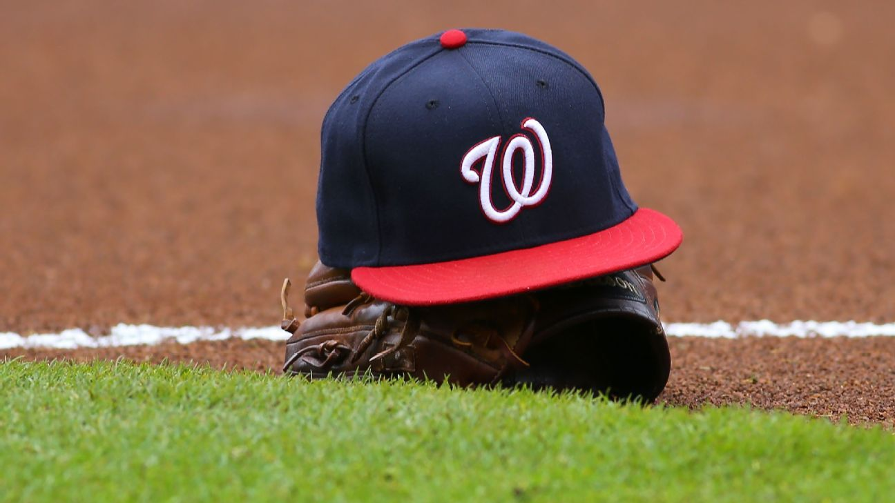 Nationals decline '21 options for Eaton, Sanchez