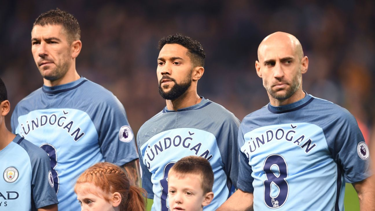new styles bd62a 249d0 Ilkay Gundogan has a joke after Manchester City's shirt tribute