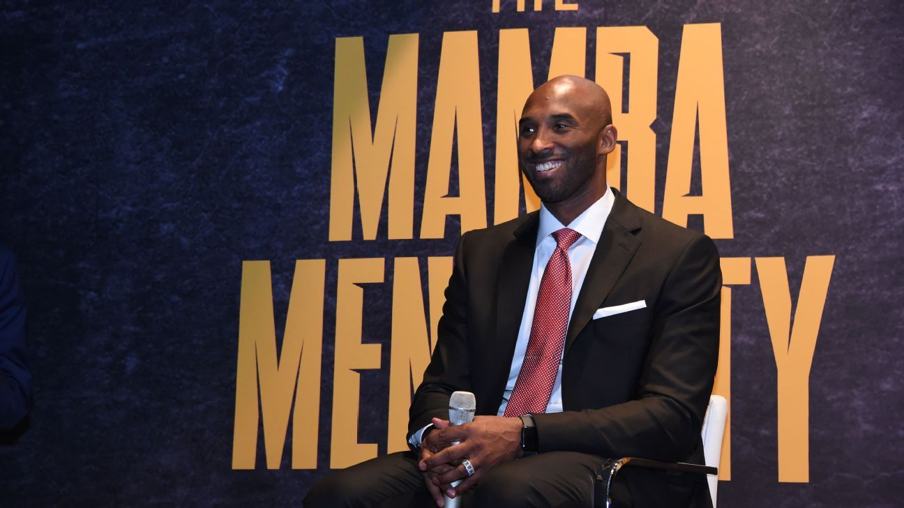 f6393b021 Kobe Bryant gives Cleveland Browns pep talk before playing Denver Broncos