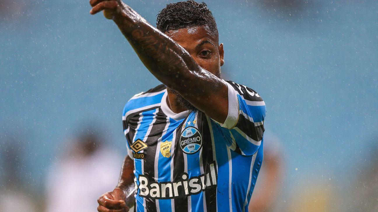 6a92639720 Grêmio confirma data do lançamento de uniformes de 2019 e já planeja outra  camisa para setembro