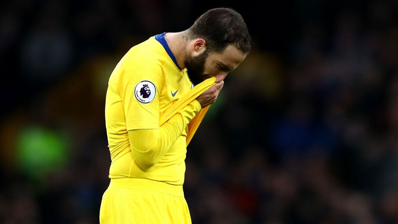 Chelsea's Sarri admits Higuain struggles: 'He can do more'