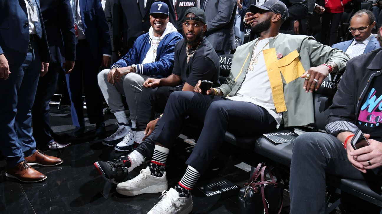 bb336c1af865 Banana Boat crew cheers on Wade s triple-double