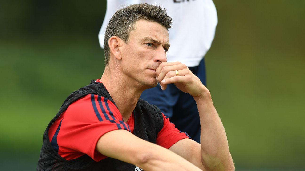 Arsenal 'fighting' to keep Koscielny - Emery