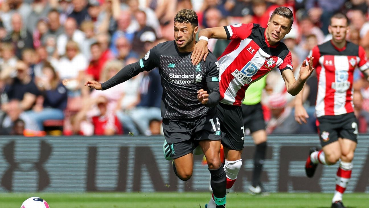 Oxlade-Chamberlain signs new Liverpool deal