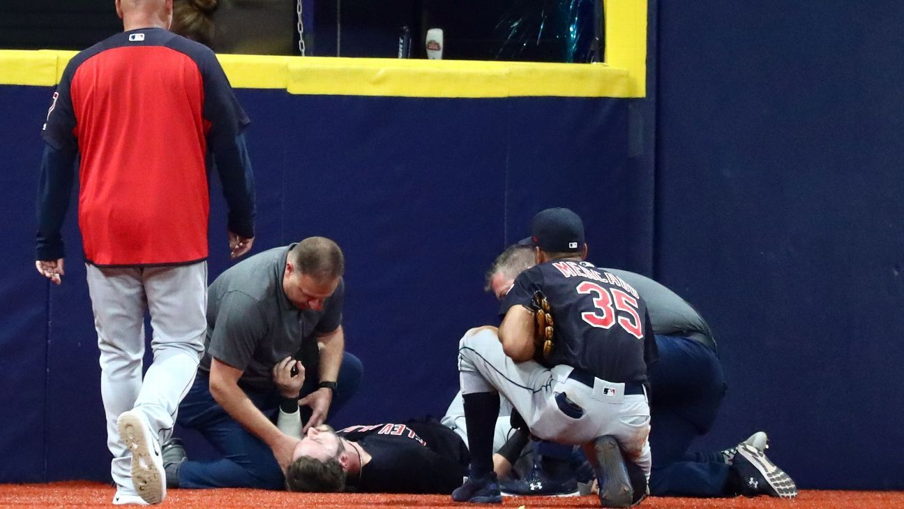 Indians lose outfielder Naquin to torn right ACL
