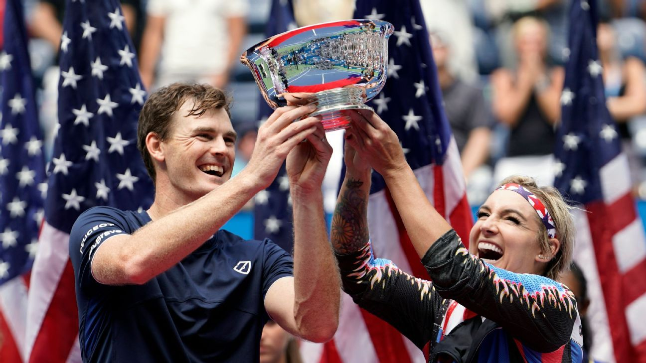 Mattek-Sands, J. Murray win mixed doubles title