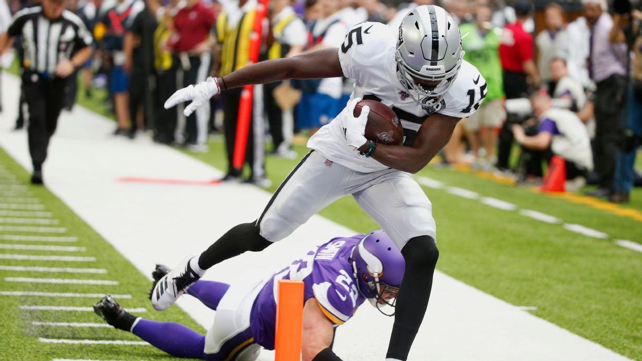 Raiders open bag of tricks, score touchdown on flea-flicker vs. Vikings