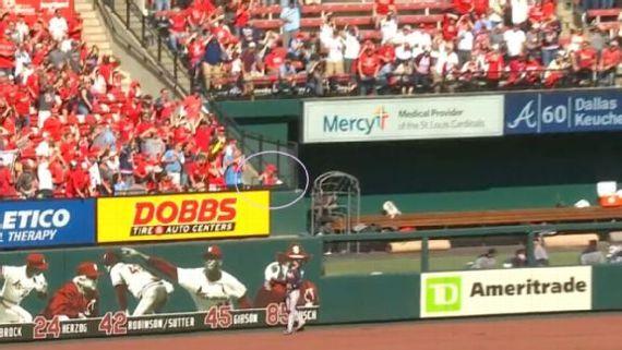 La 'bola muerta' engaña a jugadores, fans y camarógrafos en MLB I?img=%2Fphoto%2F2019%2F1015%2Fr613467_576x324_16%2D9