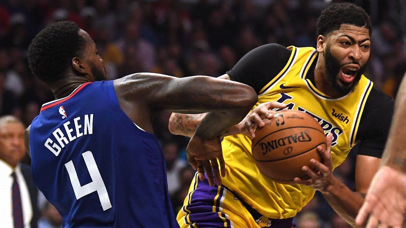 Lakers' Frank Vogel talks up Anthony Davis' post game as 'a problem'