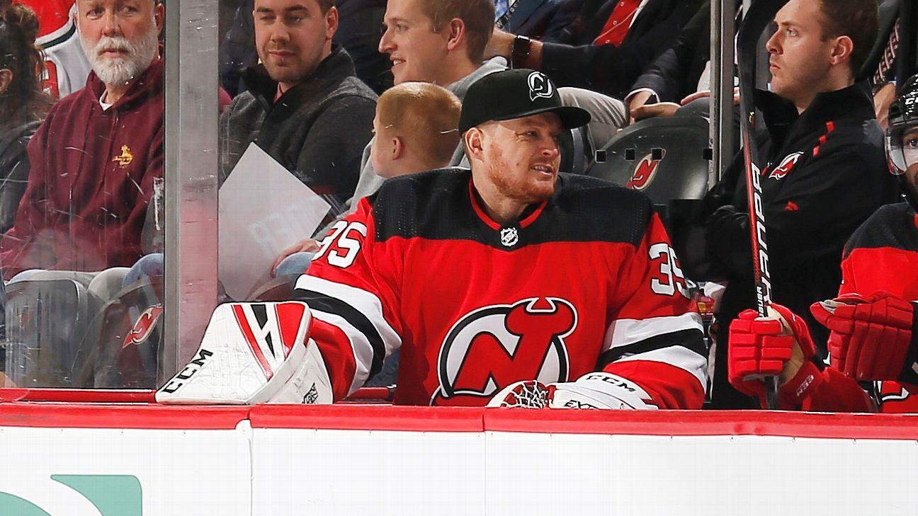 Devils goalie Schneider picks up 4-1 win in return