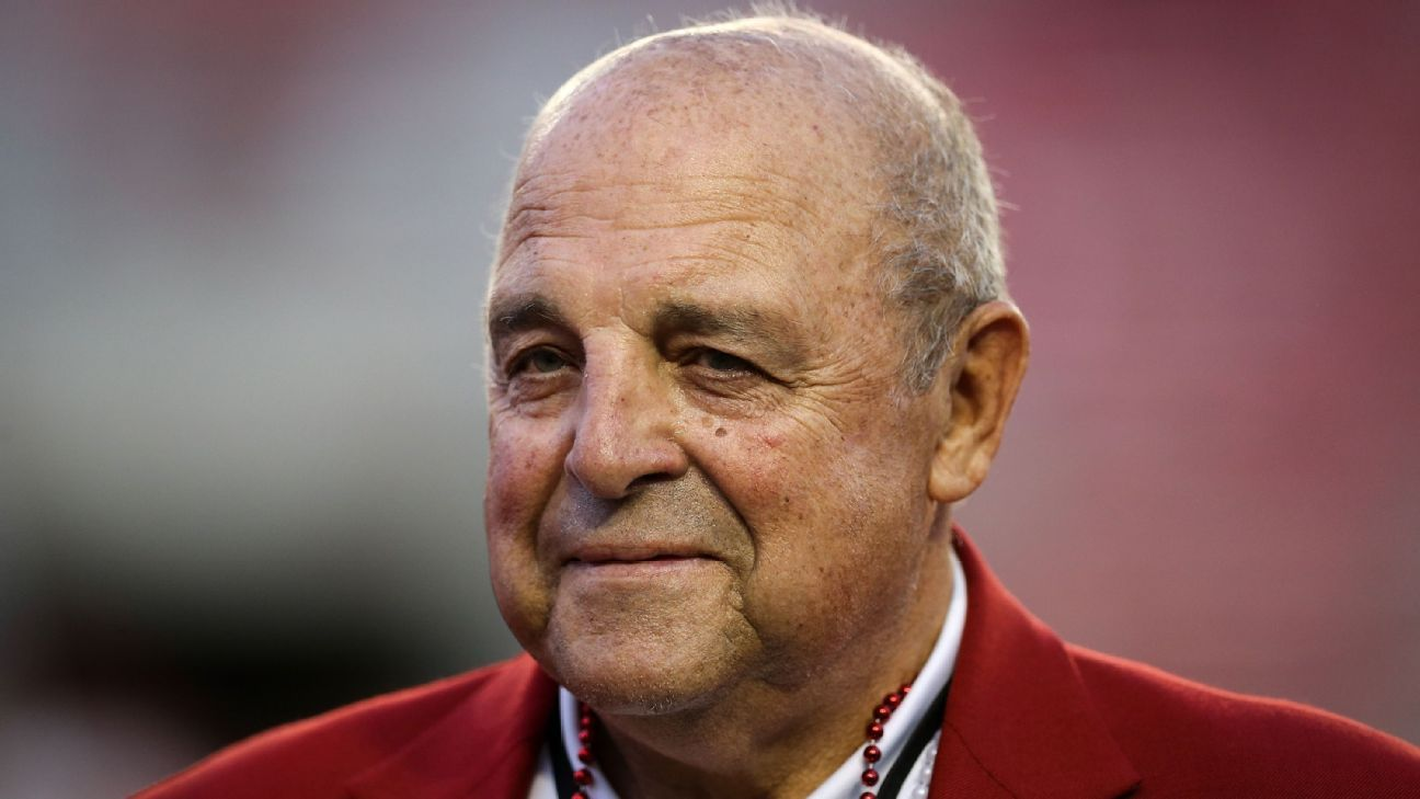 Wisconsin Badgers to name Camp Randall Stadium's field after former coach, AD Barry Alvarez