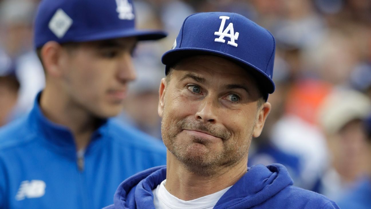 Rob Lowe trolls Houston Astros with asterisk hat