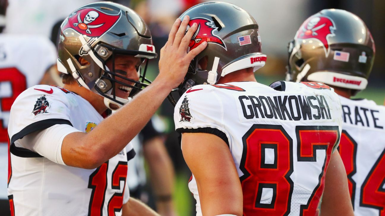 Rob Gronkowski notches first TD catch as member of Tampa Bay Buccaneers