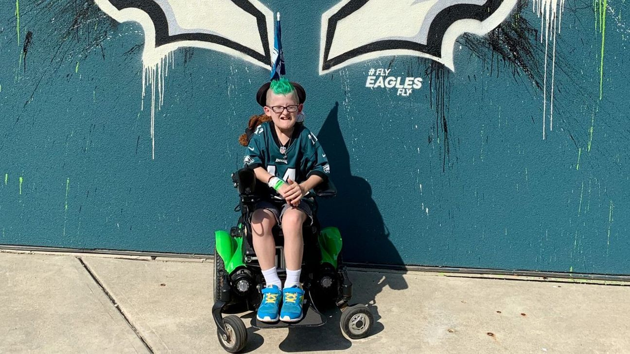 Eagles fan Giovanni Hamilton going viral for all the right reasons