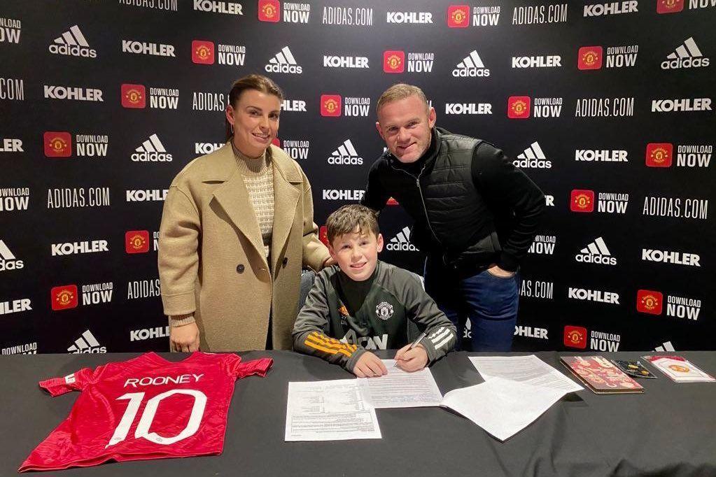 Hijo de Wayne Rooney firma con el Manchester United