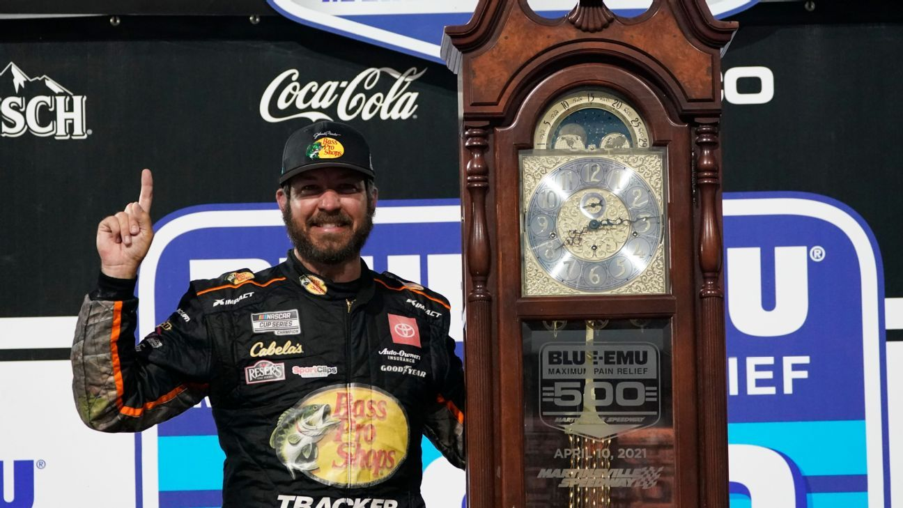 Truex outlasts Hamlin to win again at Martinsville