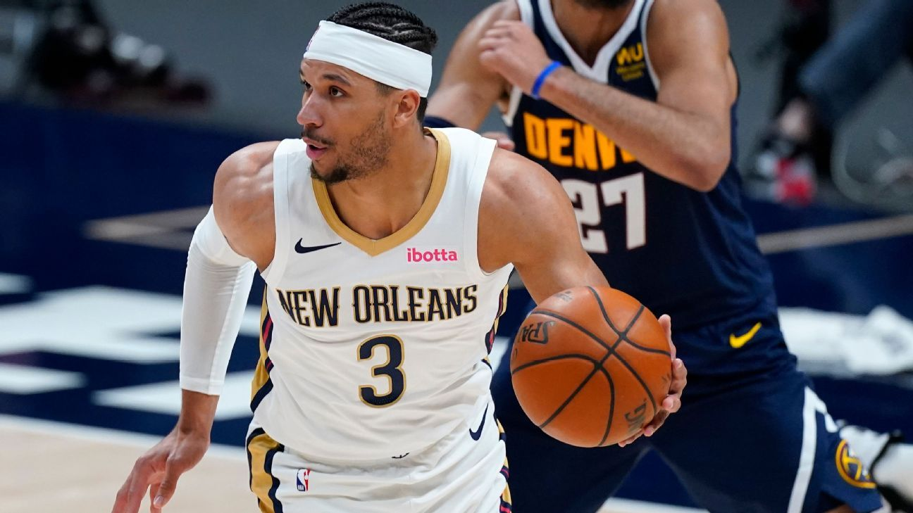 Pelicans closing in on 3-year deal to keep Hart thumbnail