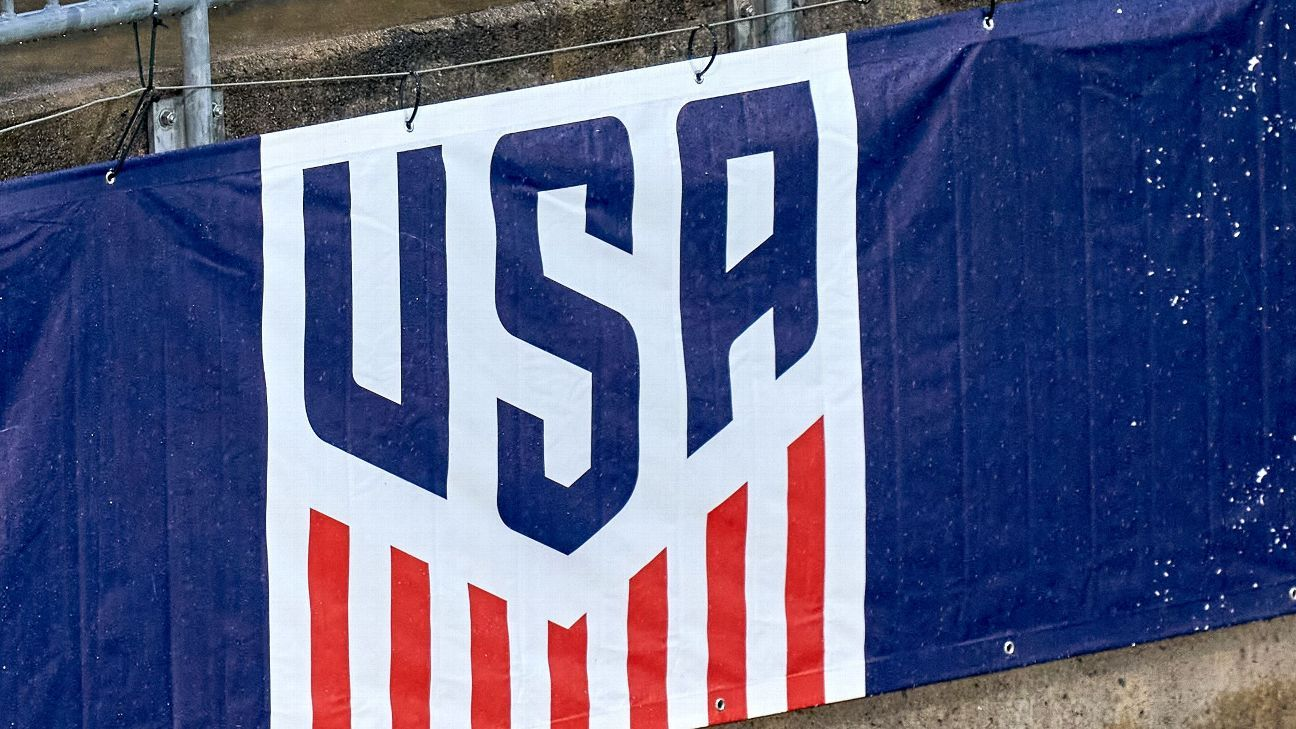 U.S. Soccer offers men's, women's teams identical contract proposals