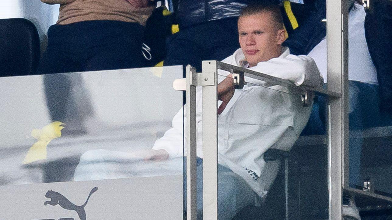 Haaland se confiesa con su técnico del Borussia: 'No puedo moverme como quiero, ni siquiera caminar'
