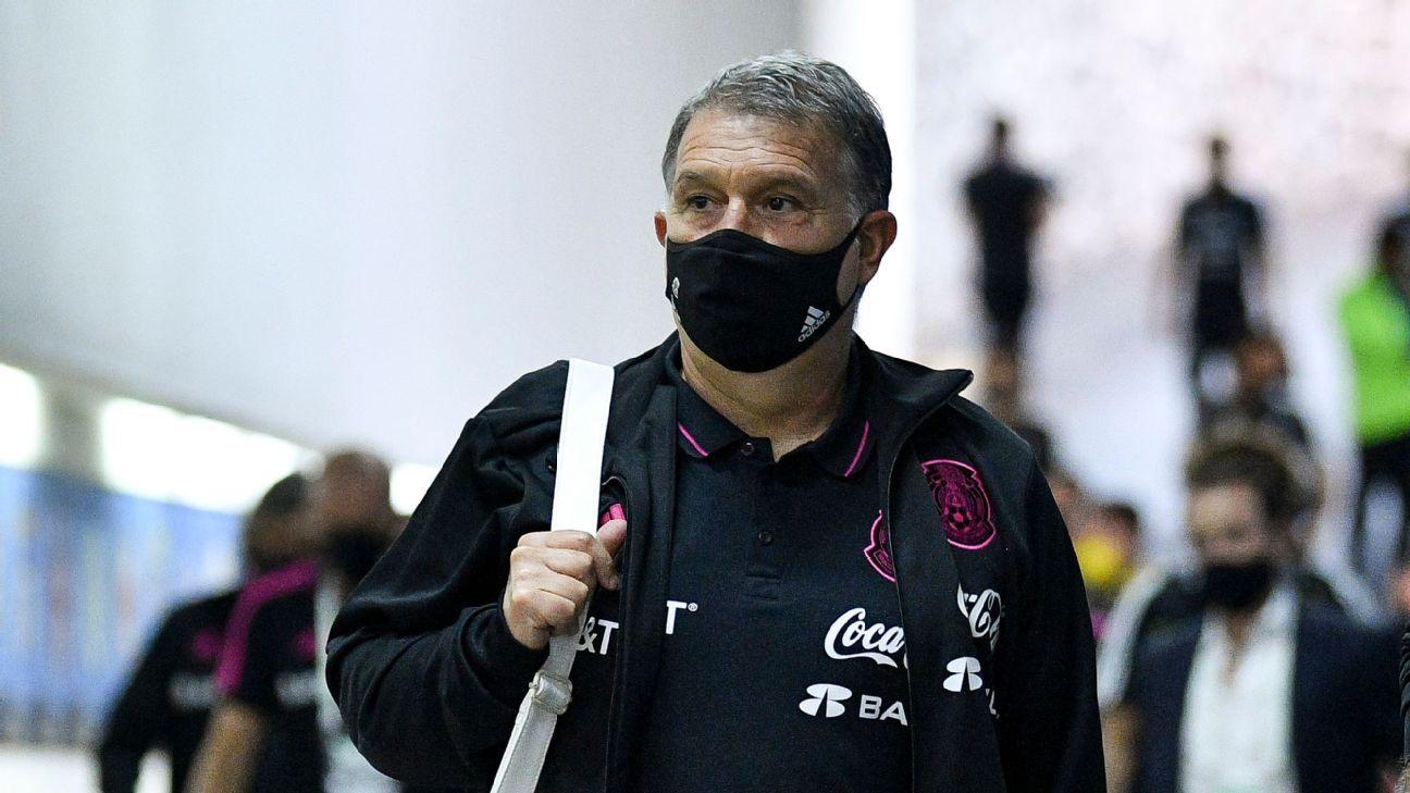 Gerardo 'Tata' Martino se lleva un fuerte abucheo en el Estadio Azteca