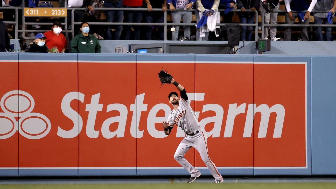 Los Angeles Dodgers thwarted by 'crazy' wind as San Francisco Giants take Game 3 thanks to Evan Longoria HR - ESPN
