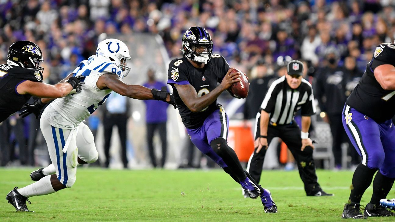 Baltimore Ravens QB Lamar Jackson gives ref shoutout for Monday night roughing call